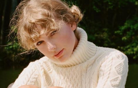 Taylor Swift bán 1,3 triệu album trong 24 giờ