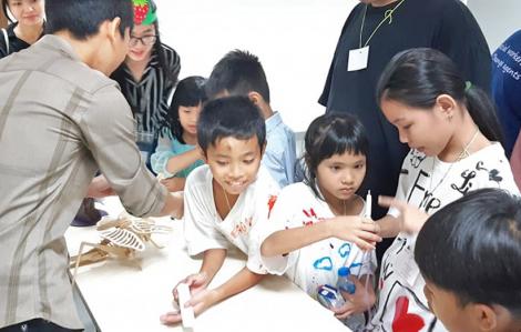 Trẻ em có hoàn cảnh đặc biệt tham gia ngày hội Khoa học - nghệ thuật