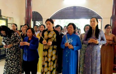 Dâng hương tưởng niệm Má Rành nhân kỷ niệm Ngày Thương binh - Liệt sĩ 27/7
