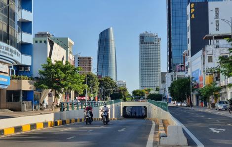 Đường phố Đà Nẵng vắng lặng, hàng quán đồng loạt đóng cửa ngày đầu giãn cách xã hội