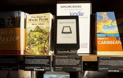 """Amazon, từ kẻ """"dung túng"""" sách lậu đến tiên phong chống xâm phạm tác quyền"""
