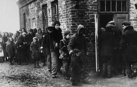 Các bác sĩ Do Thái đã ngăn chặn dịch bệnh trong khu ổ chuột cách đây hơn 80 năm như thế nào?