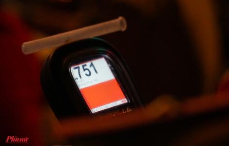 Một giờ tại một ngã tư: 7 tài xế bị giữ xe vì nồng độ cồn