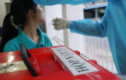 Ai sẽ được bảo hiểm y tế trả chi phí xét nghiệm COVID-19?