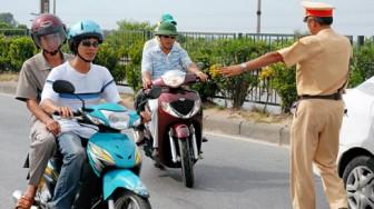 Từ 5/8/2020: Cảnh sát giao thông chỉ được dừng xe trong 4 trường hợp