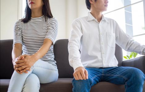 Vợ sốt ruột khi chồng an phận ngồi... đợi hưu