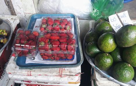 """Mỗi ngày Sài Gòn tiêu thụ 2 tấn dâu Trung Quốc dưới mác """"dâu tây Đà Lạt"""""""