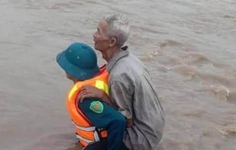 Sau 12 giờ mưa, người dân huyện Ea Súp thiệt hại 800 ha cây trồng và hơn 2.000 gia súc