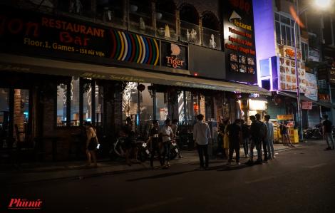 Phố tây Bùi Viện đồng loạt xuống nhạc, đóng cửa trước 0g ngày 31/7