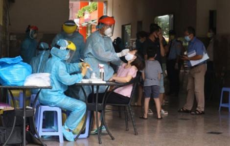 Lấy mẫu xét nghiệm toàn bộ cư dân chung cư Thái An 2B