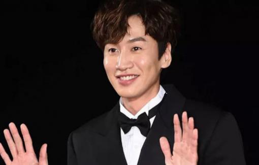 """""""Hoàng tử châu Á"""" Lee Kwang Soo bất ngờ khi được vinh danh"""