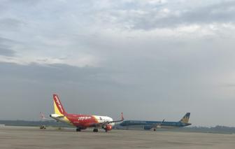 Nhiều chuyến bay bị hủy, hoãn vì bão số 2
