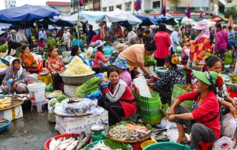 Campuchia sắp cấm phụ nữ mặc đồ quá ngắn, xuyên thấu