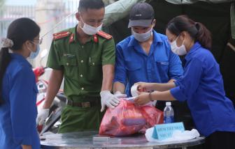 """Sinh viên trốn người thân, """"xung trận"""" vào tâm dịch Đà Nẵng"""