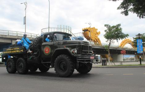 Đại đội số 7 phun khử khuẩn toàn bộ quận Sơn Trà, Đà Nẵng