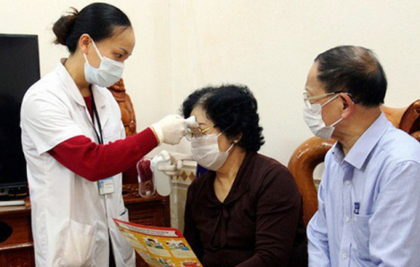 Người cao tuổi mắc bệnh, điều trị dài ngày tại vùng dịch có thể được kê 3 tháng thuốc