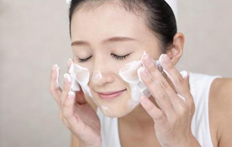 Sữa rửa mặt cho mọi loại da có thể tìm thấy trong ngăn bếp