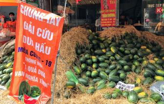 """Dưa hấu Long An lại đổ về Sài Gòn chờ """"giải cứu"""""""