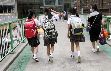 Hồng Kông tiếp tục cấm giảng dạy trực tiếp tại trường, tổ chức các lớp trực tuyến