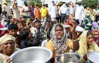 COVID-19 khiến người dân Ấn Độ đói càng thêm đói