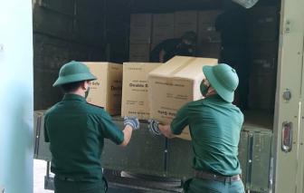 Quân đội chuyển khẩu trang và thiết bị từ kho Dự trữ Quốc gia cho Đà Nẵng