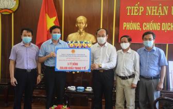 Quảng Nam nhận 5 tỷ đồng cùng 200.000 khẩu trang y tế do Hải Phòng ủng hộ chống COVID-19