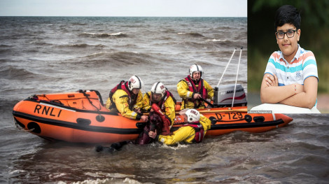 Cậu bé 10 tuổi thoát chết đuối nhờ… thư giãn trên mặt nước
