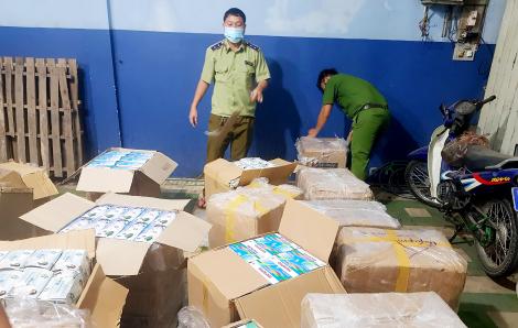 Tạm giữ 75.000 khẩu trang y tế không rõ nguồn gốc ở vùng giáp biên