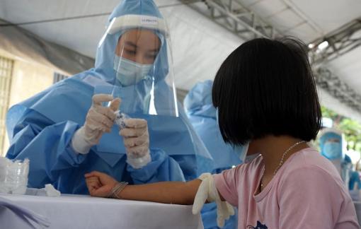 Cảnh báo của bác sĩ về hiện tượng test nhanh thì âm tính, nhưng cuối cùng lại mắc COVID-19