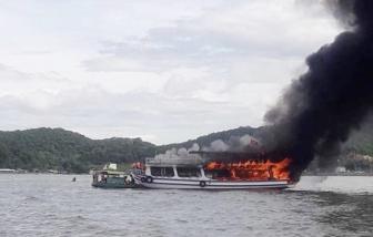 Cháy tàu du lịch giữa biển, 25 người may mắn thoát chết