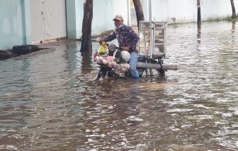 """Khu dân cư hai ngày bị nước ngập """"phong tỏa"""", cuộc sống người dân đảo lộn"""