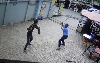 Thanh niên dùng hung khí truy sát bảo vệ chung cư ở TPHCM