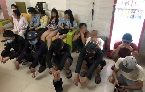 """Nhóm """"dân chơi"""" phê ma túy trong khách sạn ở Sài Gòn dù đang dịch COVID-19"""