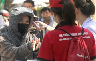 Thí sinh Nghệ An trùm kín như ninja đi làm thủ tục thi tốt nghiệp THPT