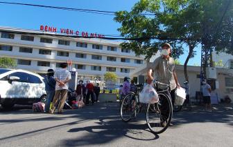 Clip: Bệnh nhân xuất viện sau khi Bệnh viện C Đà Nẵng hết phong tỏa