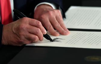 Tổng thống Mỹ ký 4 sắc lệnh hỗ trợ người dễ bị tổn thương do tác động của dịch COVID-19