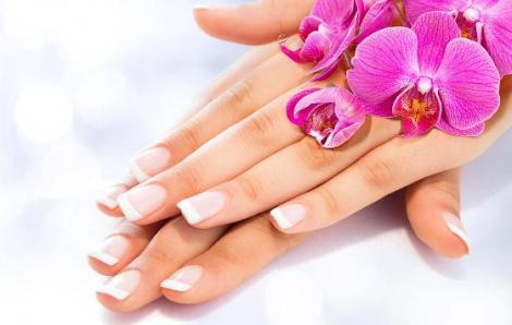 Để bàn tay không bị khô sần vì cồn sát khuẩn, nước rửa tay