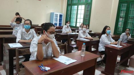 Thí sinh Hà Nội vẫn đeo khẩu trang trong phòng thi