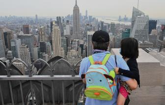 Số trẻ em Mỹ mắc COVID-19 tăng đột biến