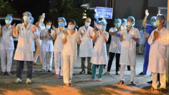 Bệnh viện thứ 2 ở Đà Nẵng dỡ phong tỏa trong niềm vui vỡ òa