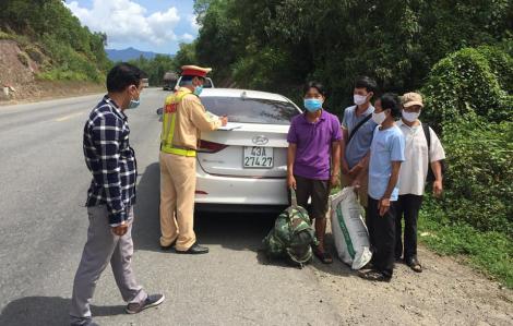 4 công nhân thất nghiệp do dịch COVID-19 thuê xe trốn về quê