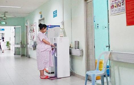 Bà bầu nghi nhiễm COVID-19 sinh trong phòng cách ly của bệnh viện
