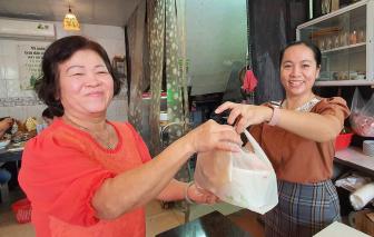 Quán mì Quảng độc lạ với tô bã mía, ống hút gạo
