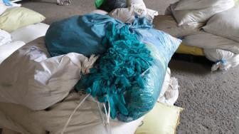 Tạm giữ hơn 2 triệu găng tay y tế tái chế từ găng tay đã qua sử dụng