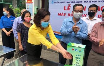 Tặng 9 máy rửa tay khử khuẩn cho cộng đồng