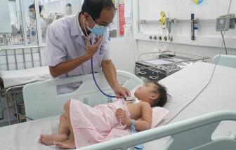 Bác sĩ lập phòng mổ lưu động cứu bé gái 3 tuổi trong gang tấc