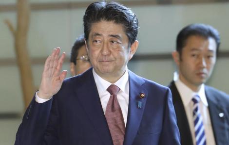 Thủ tướng Shinzo Abe đến bệnh viện trước những đồn đoán về sức khỏe
