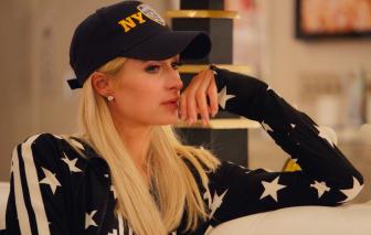 """Paris Hilton """"vén bức màn"""" đau đớn thời thơ ấu"""
