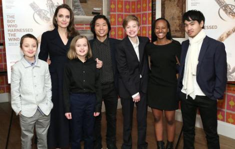 """Angelina Jolie: """"Tôi may mắn khi có các con ở bên trong mùa dịch"""""""