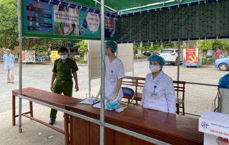 Công an đến tận nhà đưa người trốn về từ Trung Quốc đi cách ly y tế